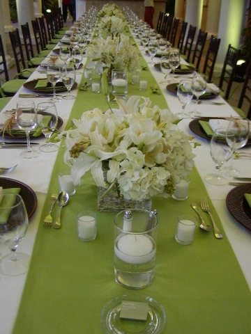 Simply Elegant Long Table Setting Mint Green Runners With Fresh White Fl Arrangements